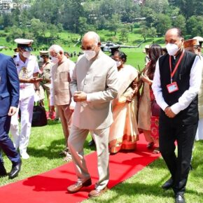 President accorded warm welcome on his arrival